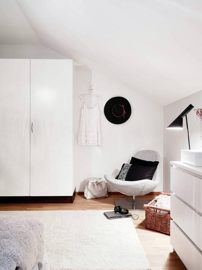 белый цвет в интерьере спальни фото