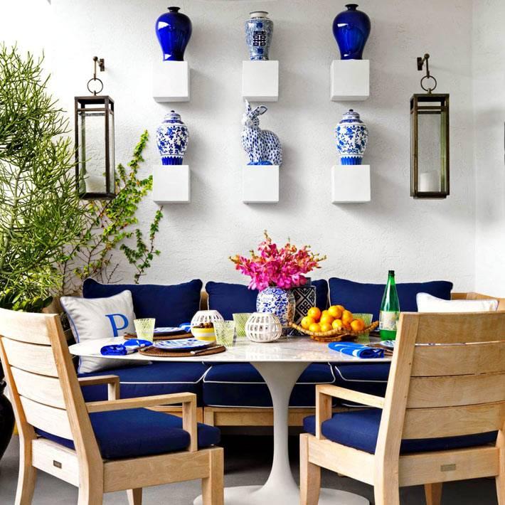 вазы с китайской росписью в интерьере