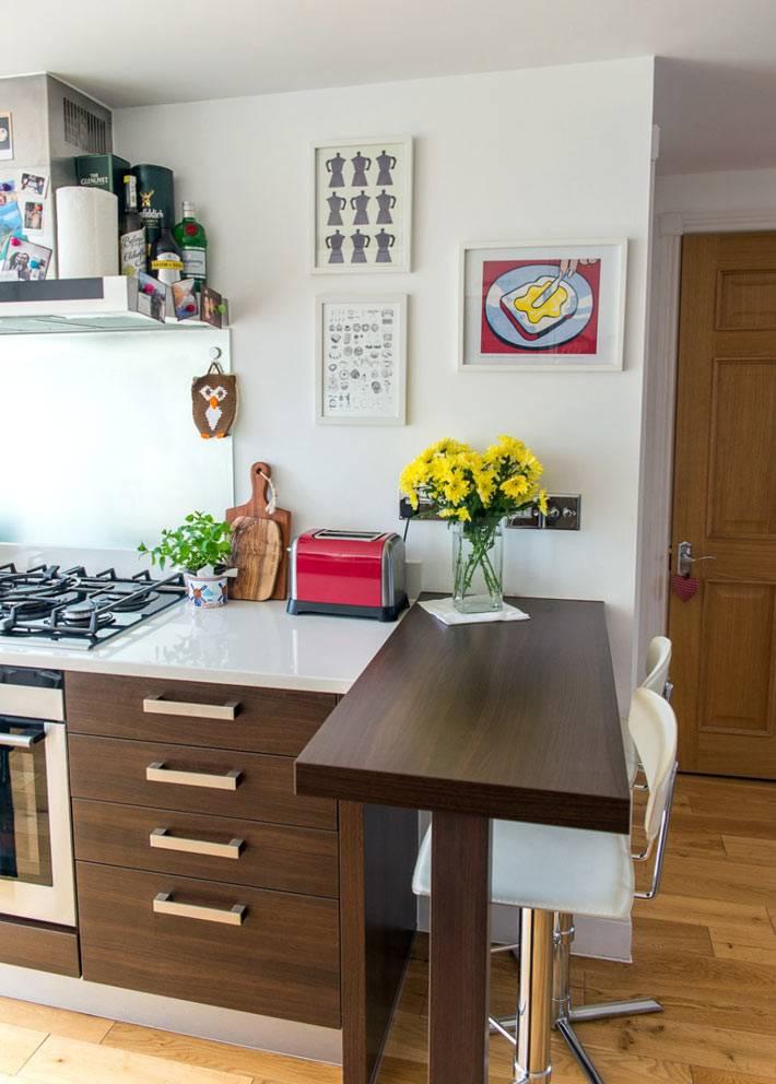 угловой стол - барная стойка для завтраков в кухне