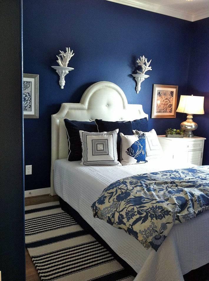 фотографии красивого интерьера спальни в синем цвете