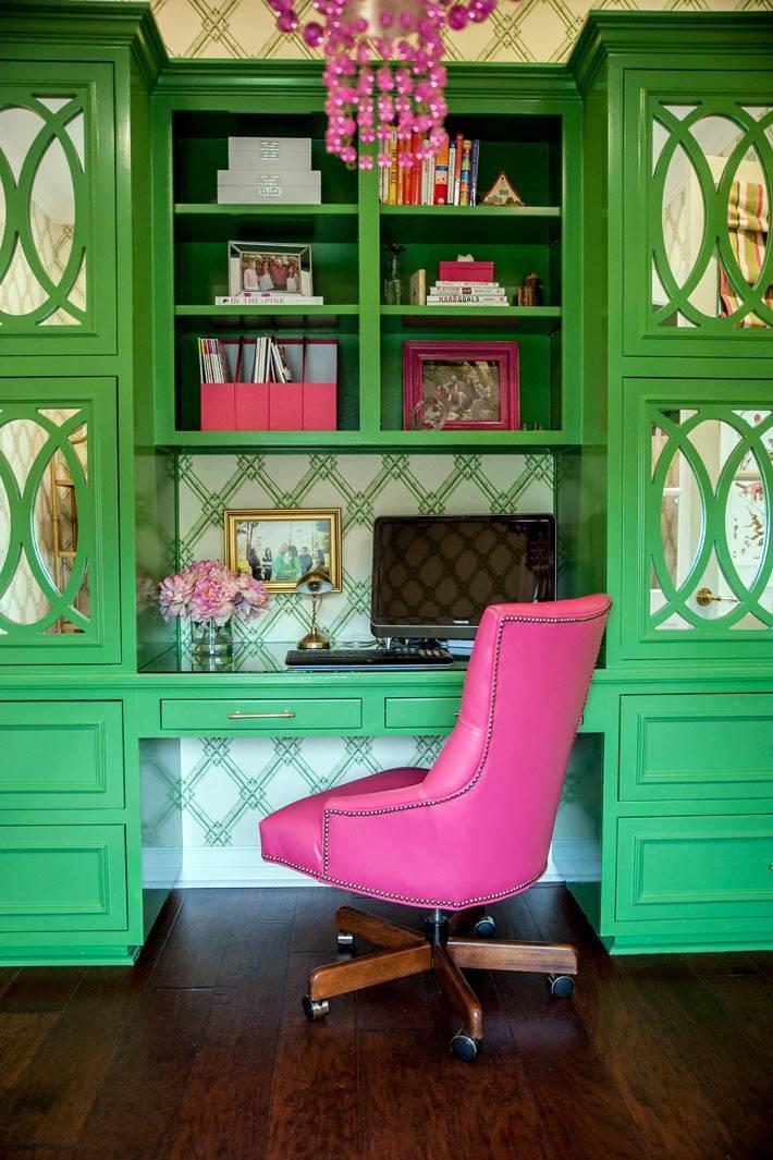 красивый зеленый шкаф с письменным столом фото