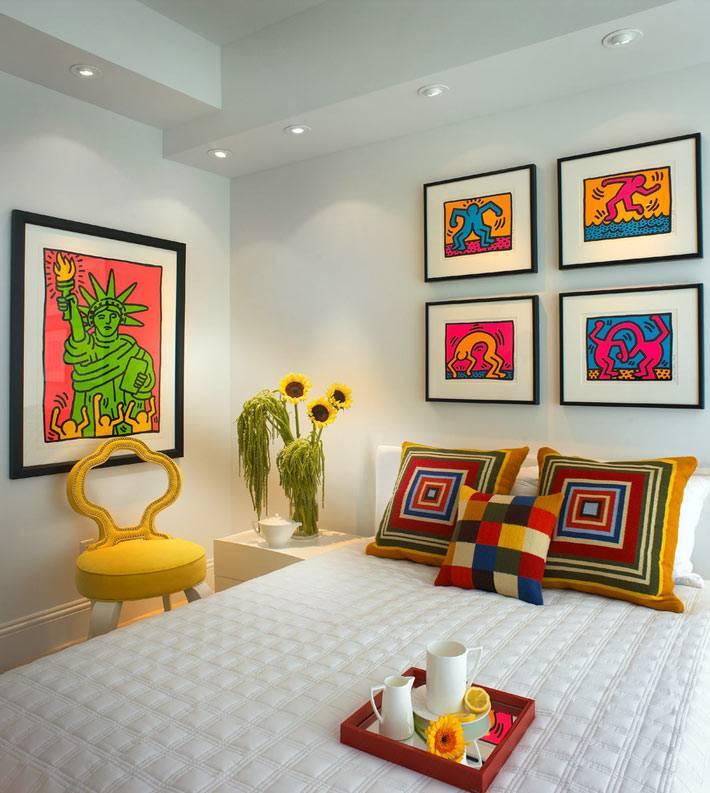 яркие акценты в дизайне спальной комнаты