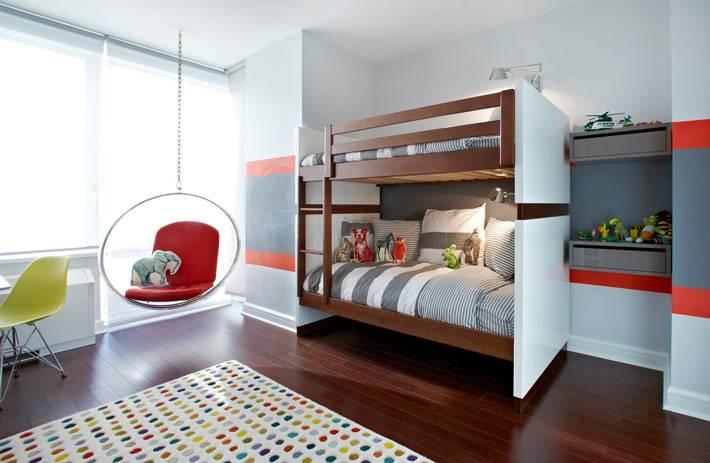 интерьер детской комнаты с подвесным креслом