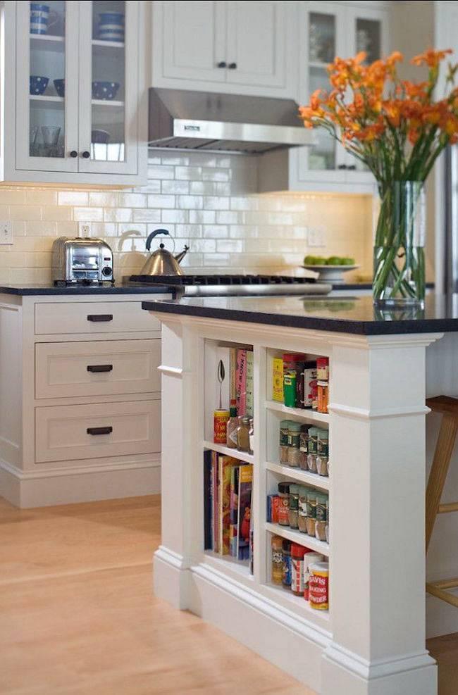 полка под столом для кулинарных книг на кухне