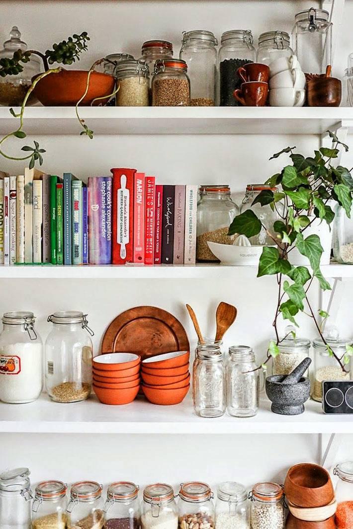 красивое хранение кулинарных книг в интерьере кухни
