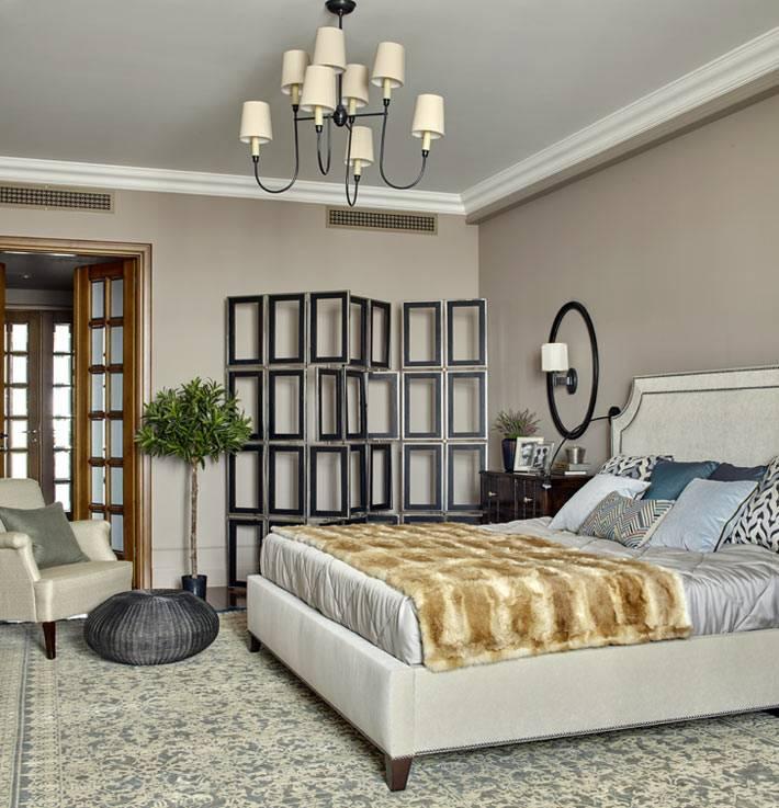 красивый дизайн интерьера спальни в спокойных серых тонах