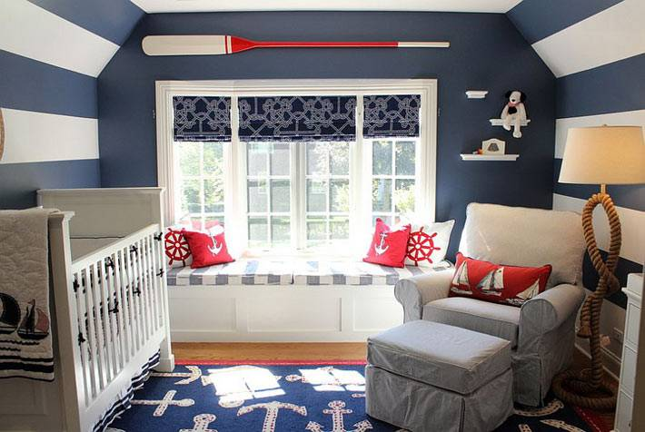 стены в полоску в интерьере детской комнаты