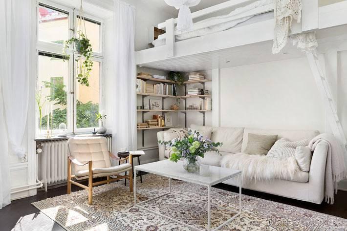 спальное место на верхнем ярусе в однокомнатной квартире