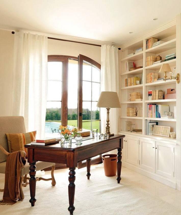 уютный интерьер офиса дома