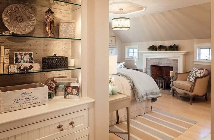 гармоничная спальня бежевого цвета