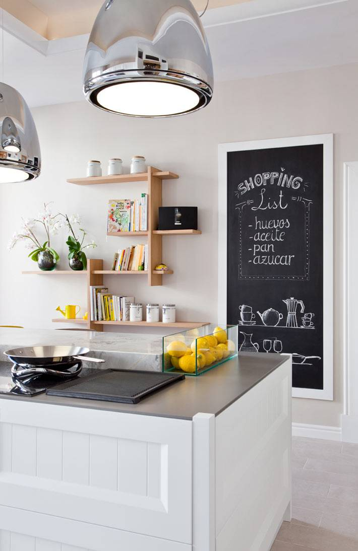 необычные идеи: грифельные доски в интерьере кухни