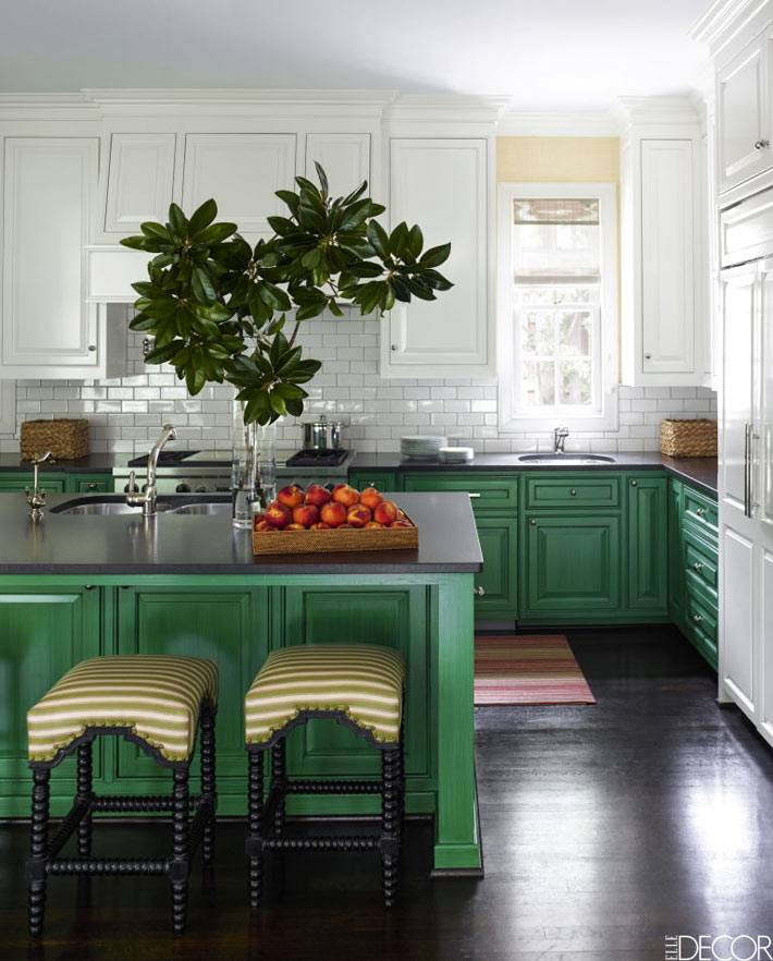 зеленый и белый цвет в интерьере кухни фото