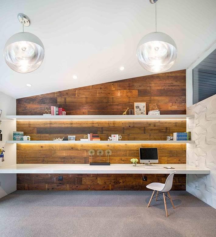 деревянная стена в интерьере домашнего офиса фото