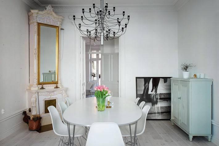 белая мебель в дизайне столовой комнаты в скандинавском стиле