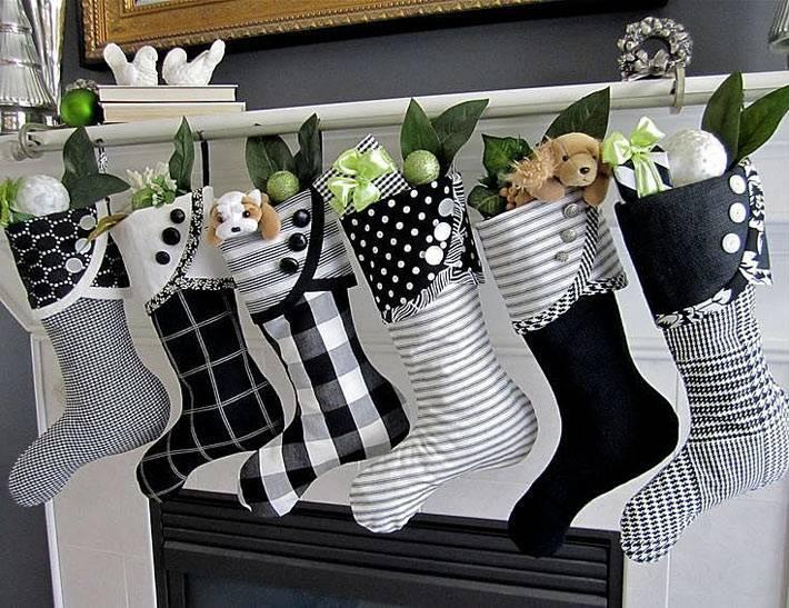 черно-белые сапожки в новогоднем декоре