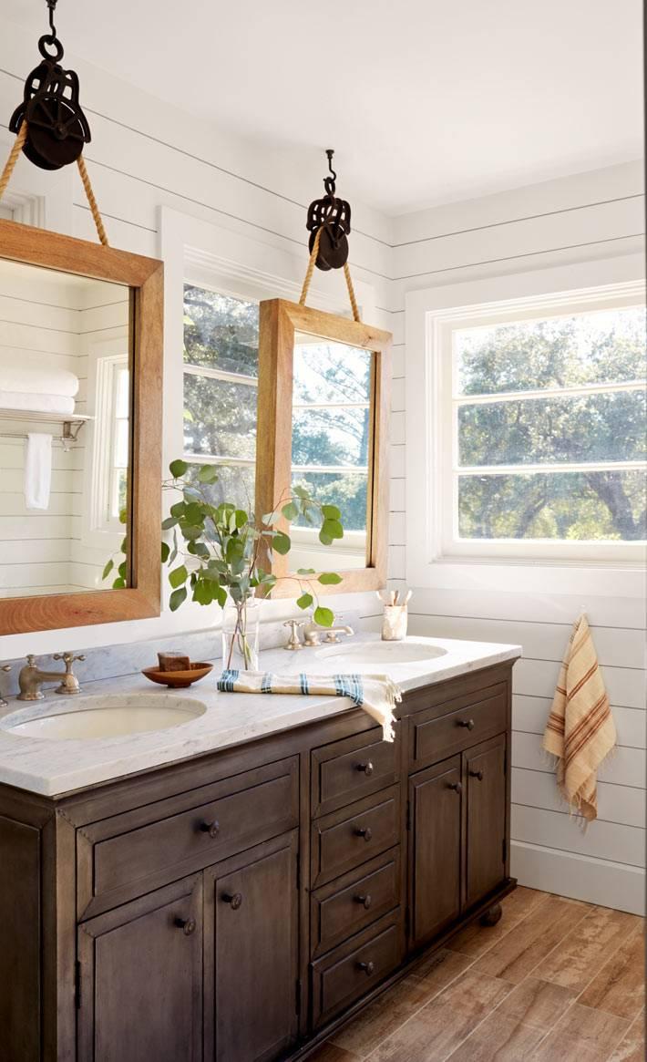 подвесные зеркала в интерьере ванной комнаты