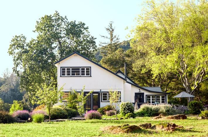 уютный дом на фоне природы