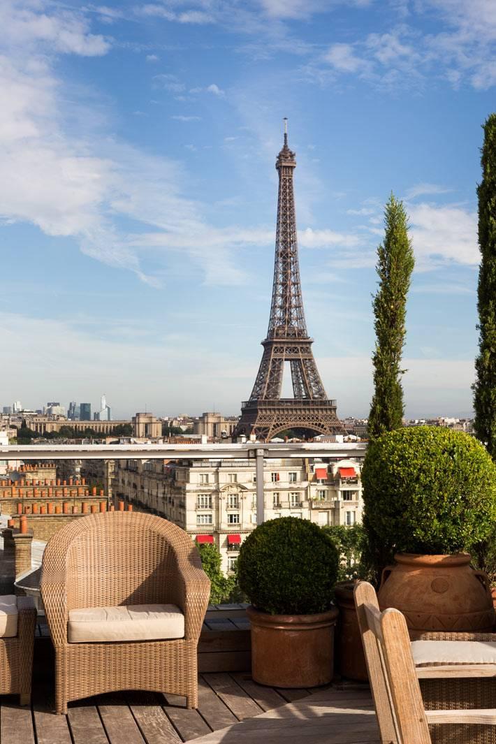 квартира с террасой с видом на эйфелову башню