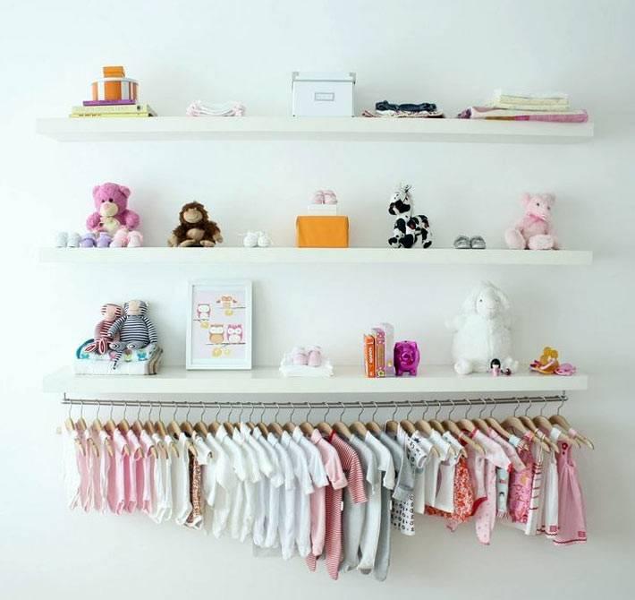 открытый способ хранения одежды в детской комнате