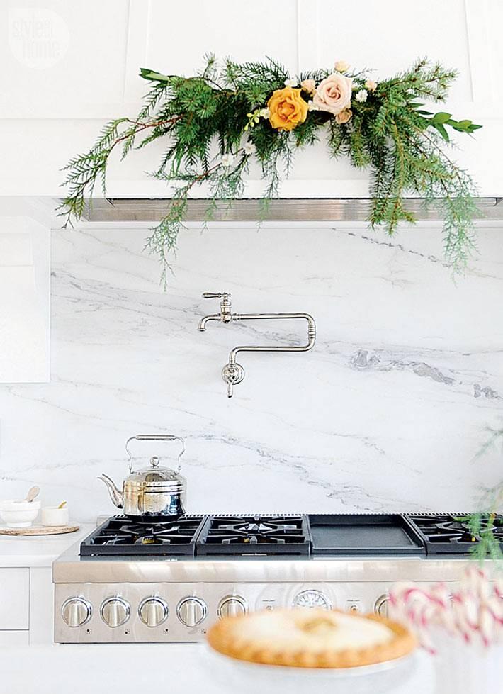 новогодние укращения в интерьере кухни фото