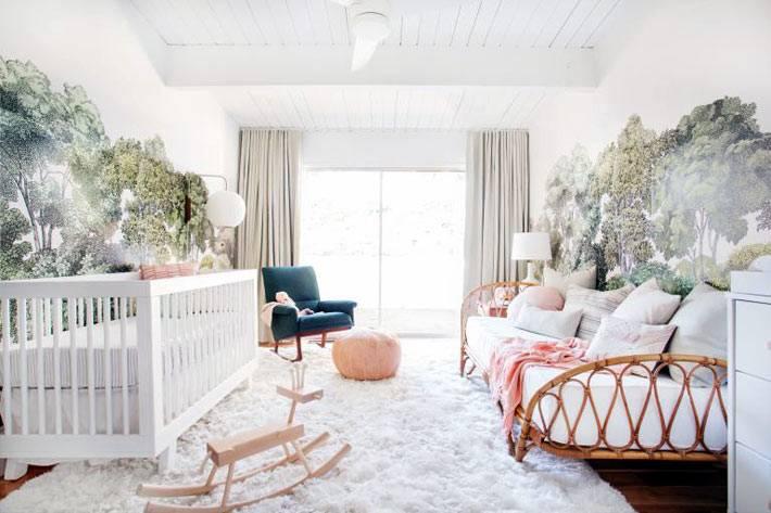 светлый и просторный интерьер детской комнаты для младенца фото