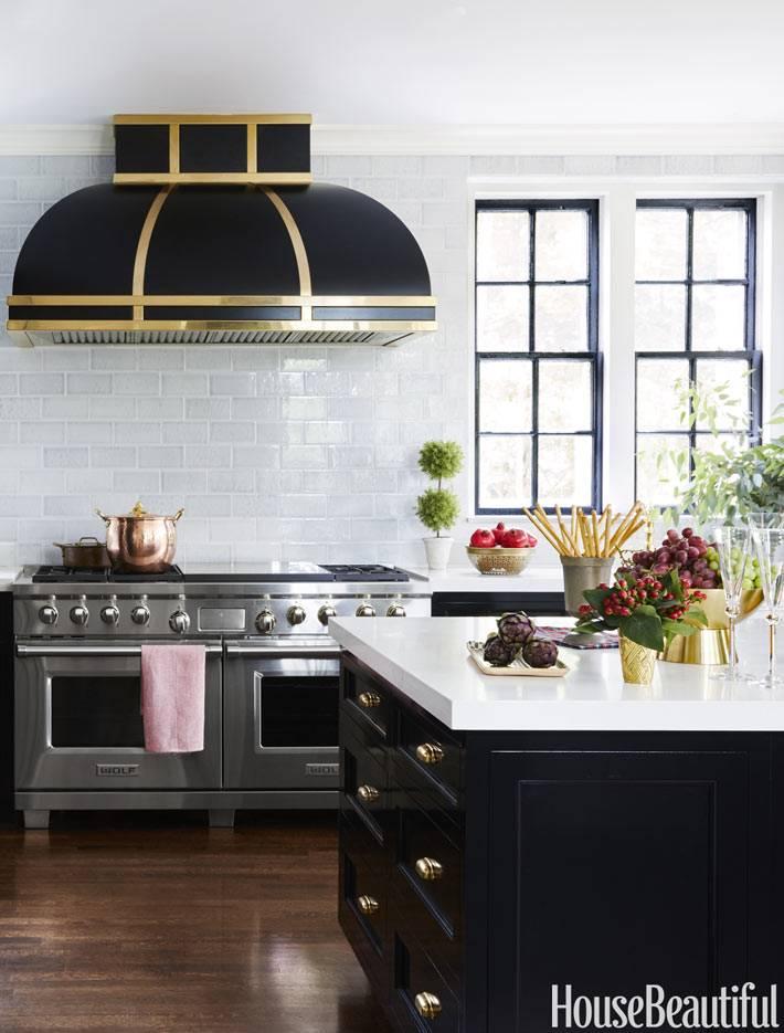 красивая черная вытяжка в интерьере кухни фото