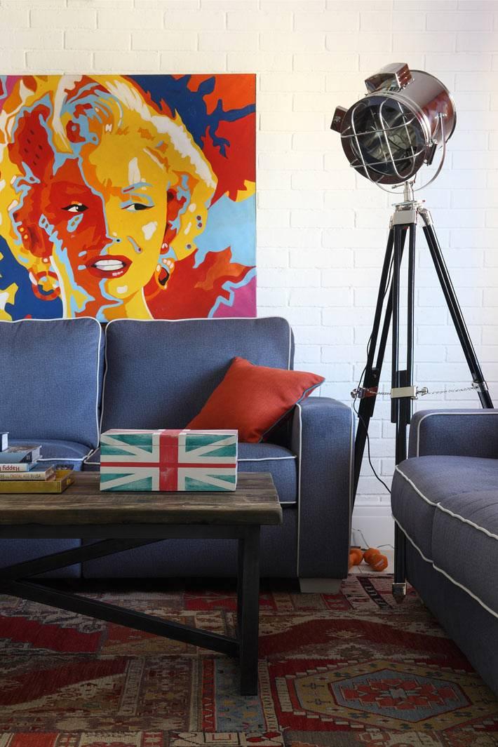 яркие краски в дизайне интерьера квартиры фото