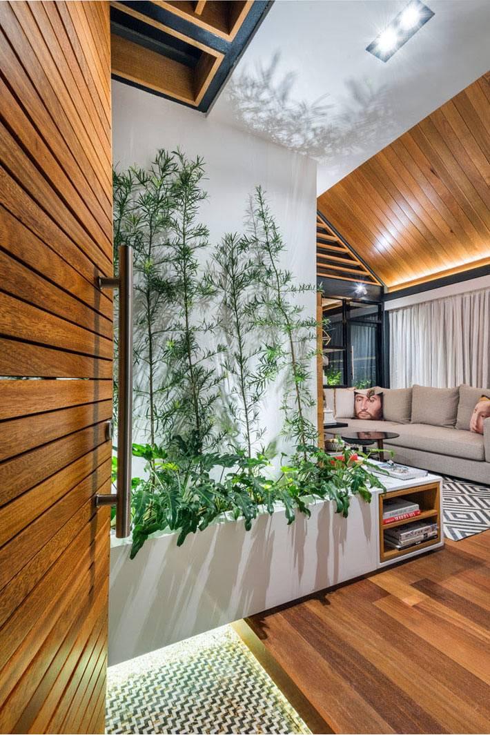 экологичный дизайн интерьера квартиры с растениями