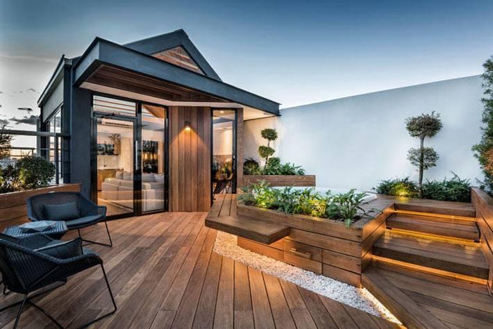 квартира с выходом на деревянную террасу на крыше