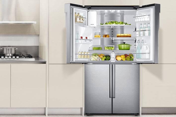встроенный холодильник Whirlpool на кухне