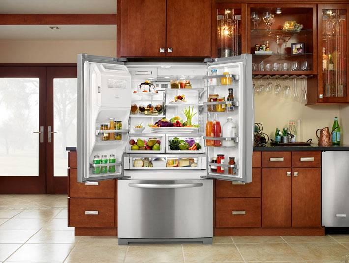 большой двухкамерный холодильник Whirlpool фото