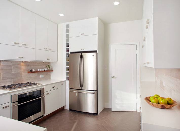 холодильник Whirlpool с металическим корпусом