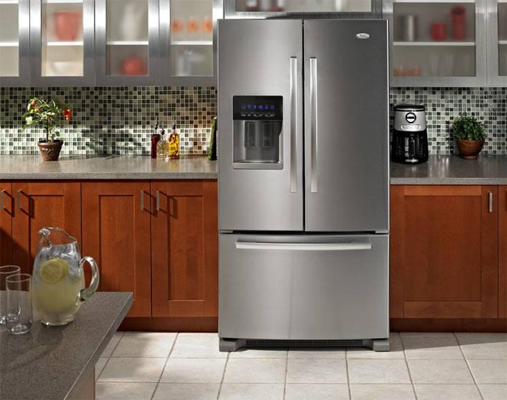холодильник Whirlpool в интерьере современной кухни