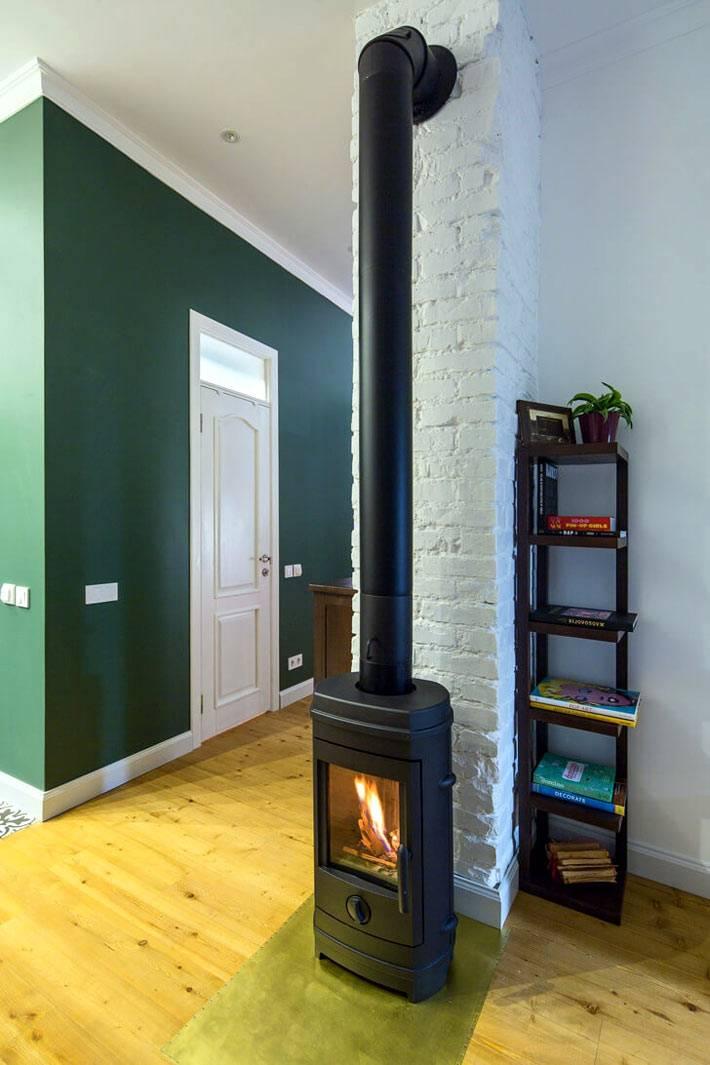Современная печь-камин в квартире фото