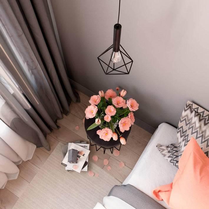 Креативные металические светильники в интерьере спальни фото