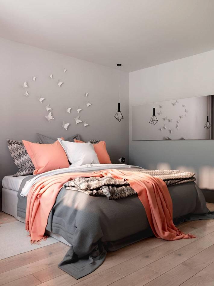 Декор из бабочек на стене спальни фото