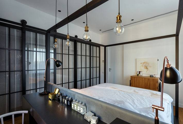 Креативные светильники в интерьере спальни для творческого человека фото