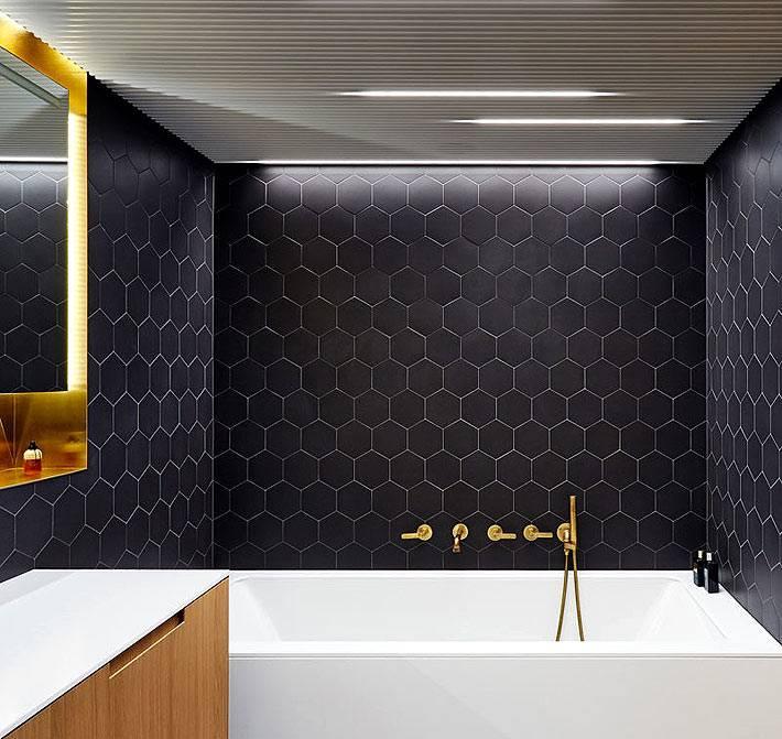 Черная плитка в интерьере ванной комнаты фото