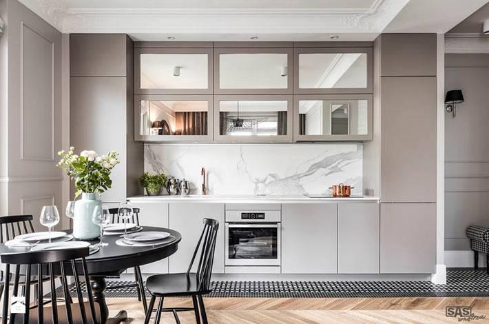 Зеркальные фасады на кухонной мебели фото