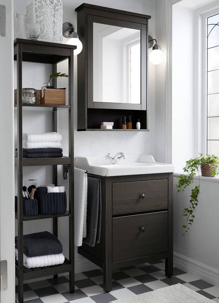 Темно-коричневая полка-этажерка в ванной фото