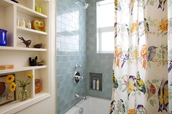 красивый стеллаж в нише ванной комнаты фото
