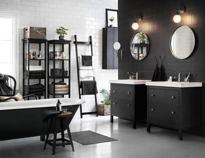 Черный цвет в дизайне ванной с открытыми полками для хранения фото