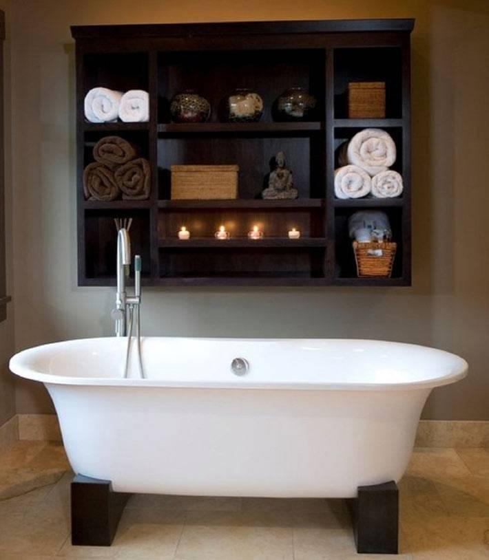 открытая полка как основное место для зранения в ванной комнате