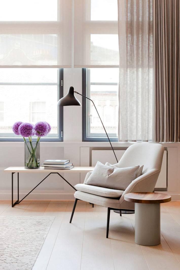 Светлые тона в дизайне интерьера квартиры в Лондоне фото