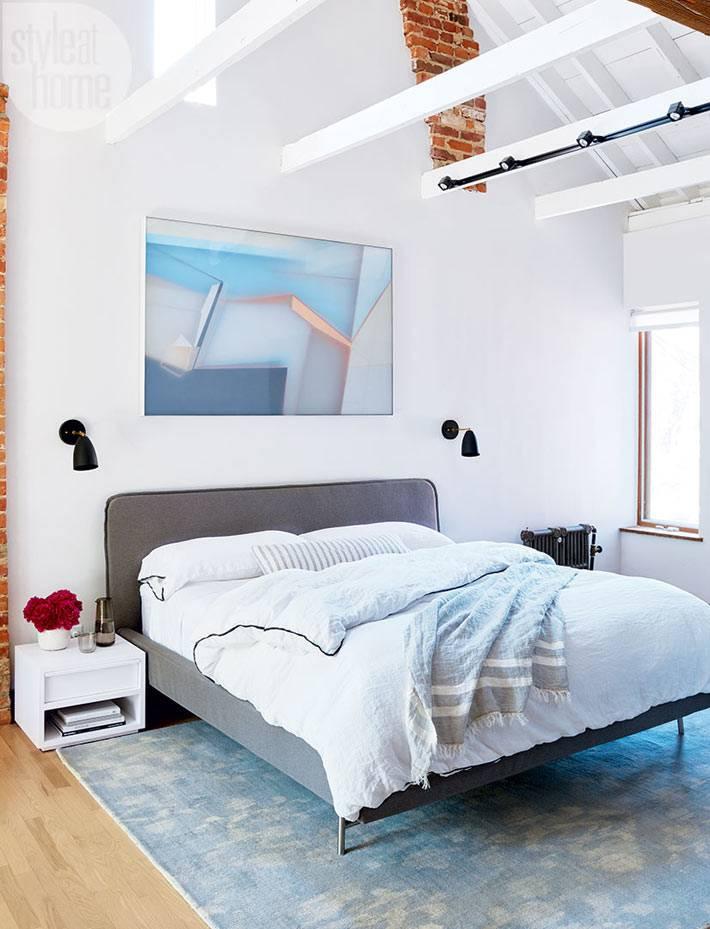 Интерьер спальной комнаты под крышей фото
