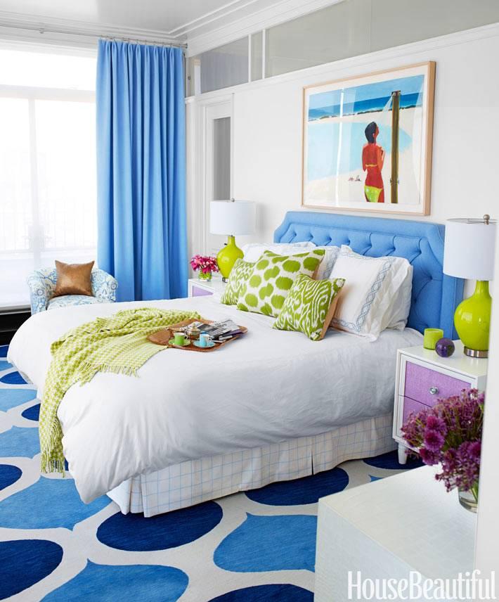 Яркие цвета в офрмлении интерьера спальни фото