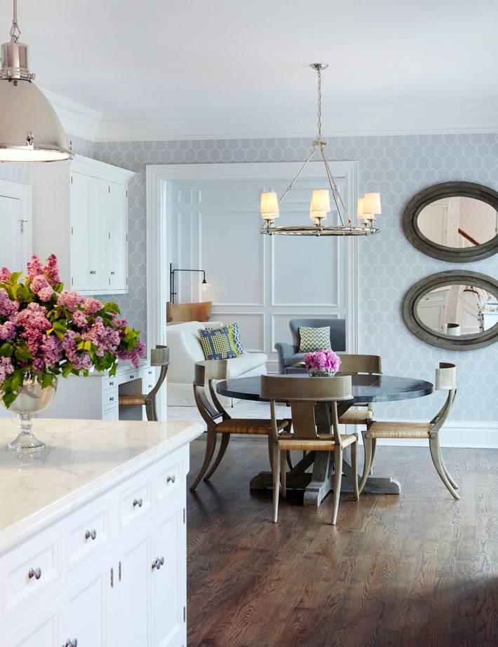 светлый интерьер кухни в неоклассическом стиле