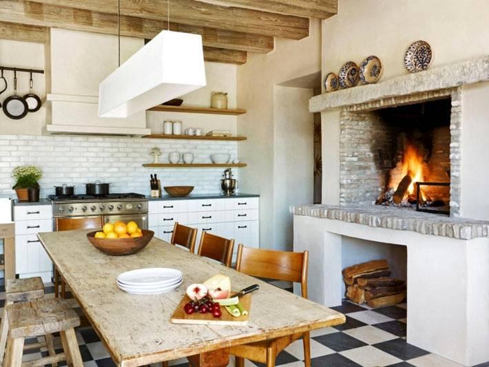 Дизайн кухни с камином в стиле прованс фото