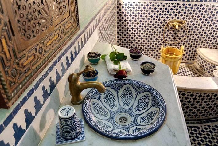 Роскошь восточного стиля в дизайне марокканской ванной комнаты фото