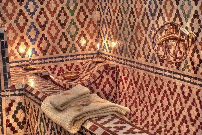 Марокканские узоры в дизайне ванной комнаты фото